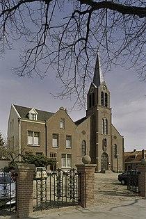 Overzicht Toren met ingangsportaal en links de pastorie - Hoofddorp - 20407554 - RCE.jpg