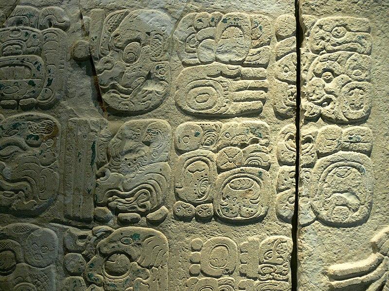 File:Palenque - Maya-Glyphen 1.jpg