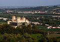 Panoramica della pianura col castello di Torrechiara.JPG