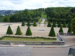 park is located on the site of the Château de Saint-Cloud