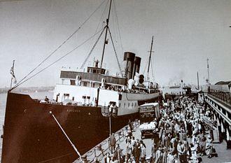 TSS Manxman (1904) - Passengers disembark from the Manxman at the Pier Head, Liverpool.