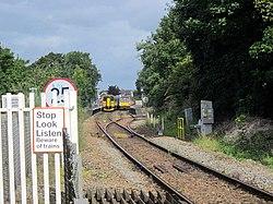 Passing Trains at Topsham Station (geograph 5509367).jpg