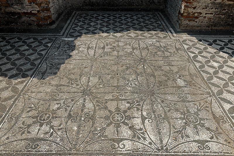 File:Pavement Hospitalia Villa Hadriana n3.jpg
