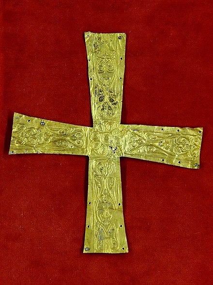 Gold pectoral cross from Italy or subalpine regions, late 6th century-7th century Pectoral cross Italy MNMA Cl23271.jpg