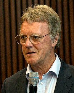 Peter J. Ratcliffe (cropped).jpg