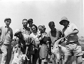 Ariel Sharon - Ariel Sharon at age 14 (second from right)