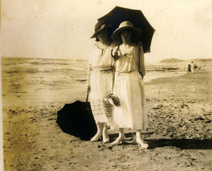 נשים בחוף הים
