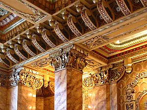 Oriental Theatre (Chicago) - Interior pillars