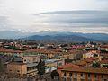Pisa i muntanyes nevades des de la torre de Pisa.JPG