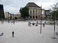 Platz der Alten Synagoge in Freiburg, Stadttheater, Blick vom Kollegiengebäude II der Universität 2.jpg