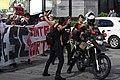 Policial é Afastado por Manifestante.jpg