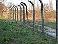Pozostałości ogrodzenia niemieckiego obozu koncentracyjnego w Płaszowie - panoramio.jpg