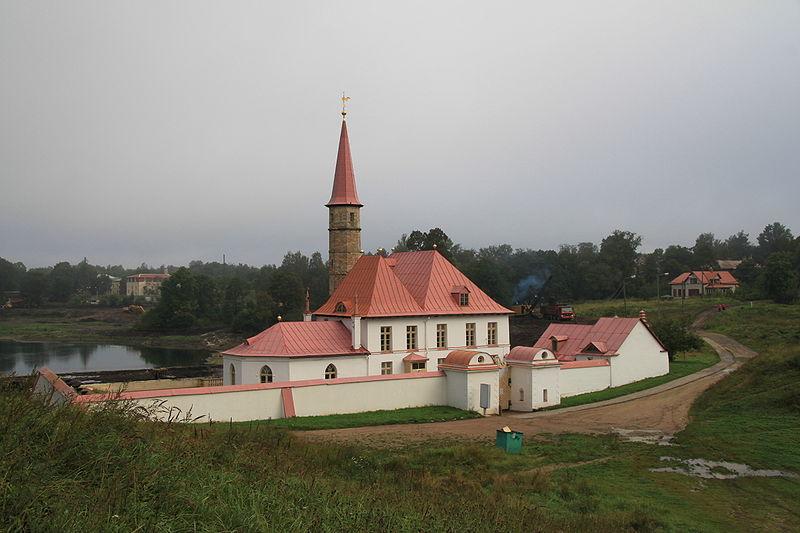 Приоратский дворец из землебита в Гатчине