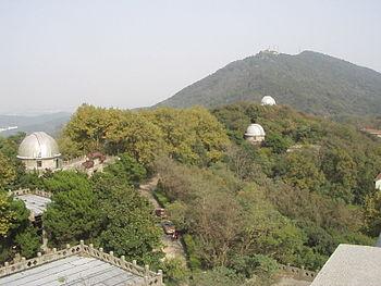 El complejo del observatorio en la Montaña Púrpura