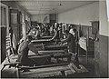 Puutyöverstas, opetustilanne, 1920-luku. Taideteollisuuskeskuskoulun opetustilanteita.-TaiKV-07-012.jpg