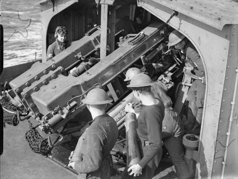 QF 4.7 inch Mk XII guns HMS Javelin 1940 IWM A 291