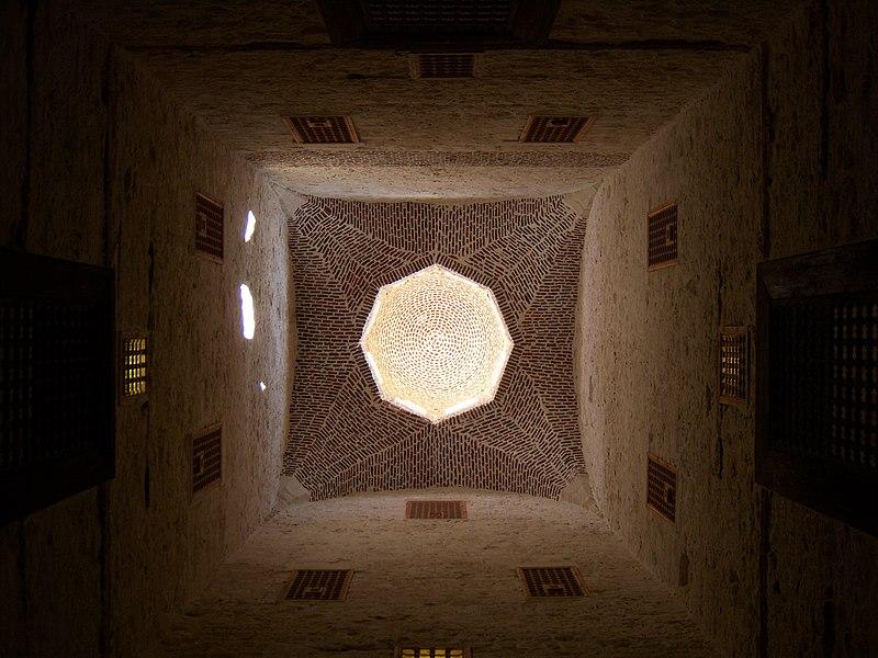 ���� ������� 800px-Qaitbay_citadel_Alexandria.JPG
