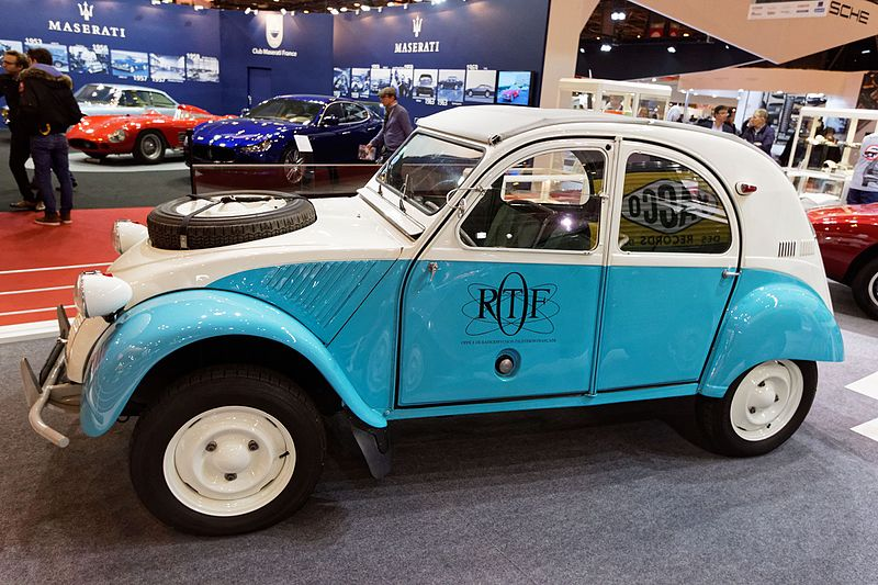 Citroën 2CV 4x4 Sahara (1961).