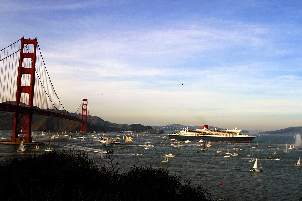 RMS Queen Mary 2 in san francisco bay