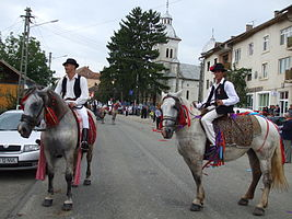 RO CJ Mociu people on horseback.jpg