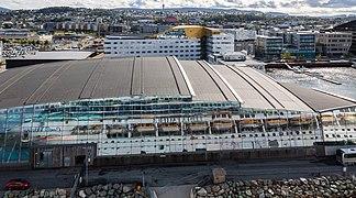 Reflejo del navío Costa Pacifica, Trondheim, Noruega, 2019-09-06, DD 14.jpg