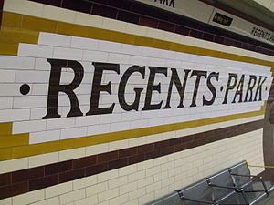 English: Regent's Park tube station platform t...