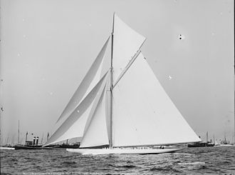 Reliance (yacht) - Reliance crossing finish line August 25, 1903