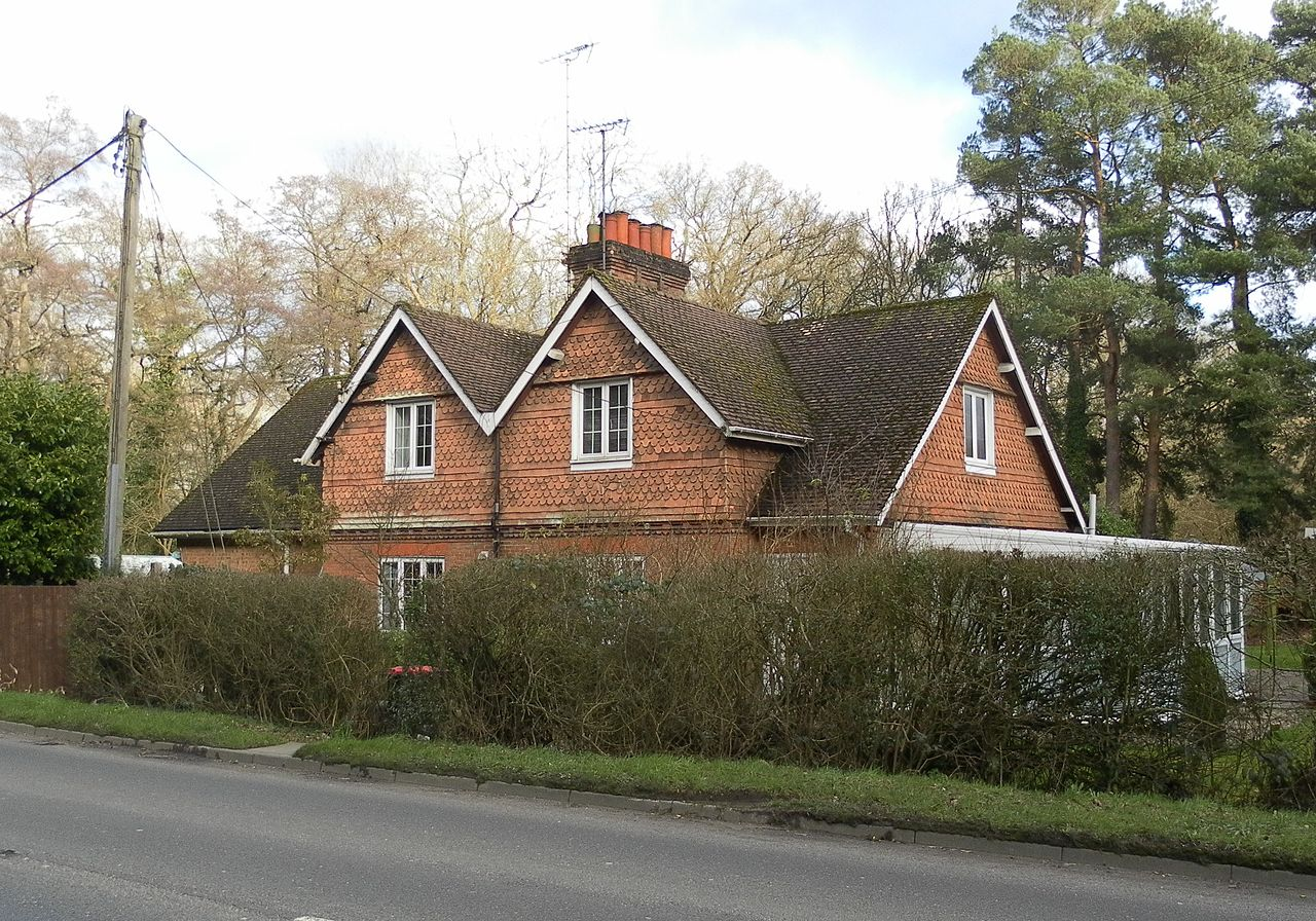 File rose cottage balcombe road pound hill crawley jpg for Rose cottage