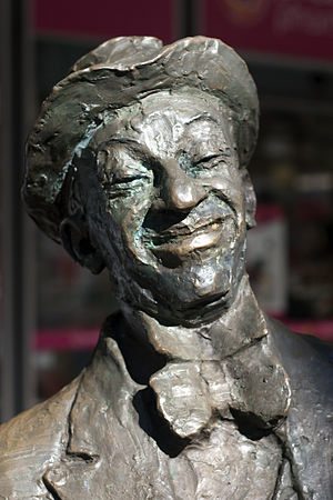 Roy Rene - Bronze statue of Roy Rene in Hindley Street, Adelaide. Created by Robert Hannaford.