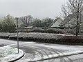 Rue des Mûriers (Saint-Maurice-de-Beynost) sous la neige en janvier 2021.jpg