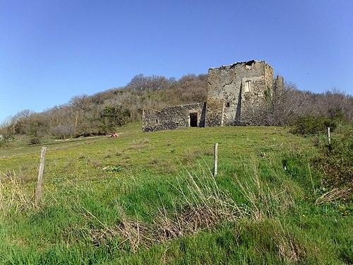 Ruined farmhouse, Lake Martignano.jpg