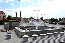 Fontána v centre Rusoviec. Centrum získalo nový vzhľad po revitalizácii v r. 2011