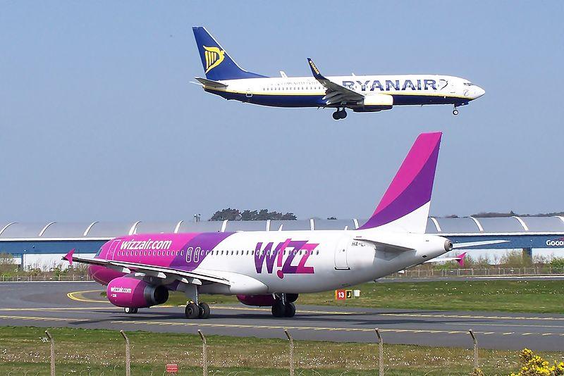Ryanair Wizz (7141688277).jpg
