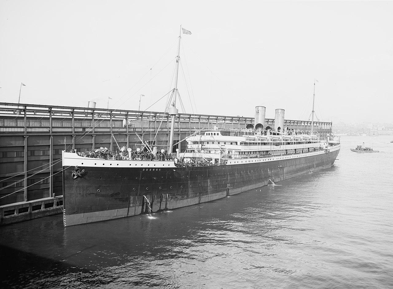 SS Bremen, barco dañado en el incendio.