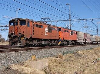 South African Class 6E1, Series 1 - No. E1228 at Warrenton, 24 August 2007