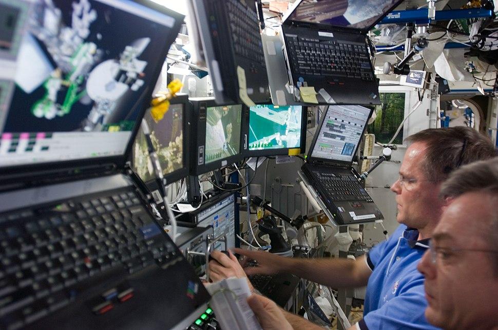 STS-128 ISS-20 Destiny Canadarm2