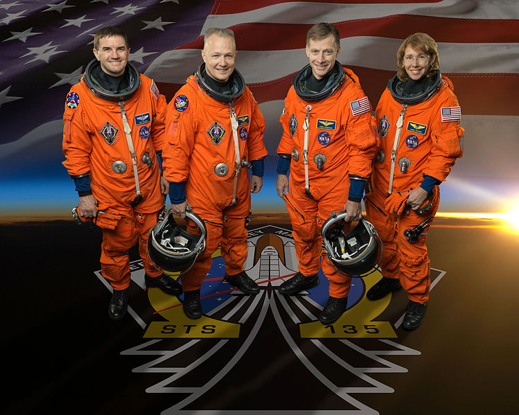 File:STS-135 Official Crew Photo.jpg