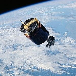STS-51-A - Image: STS 51 A Westar 6 retrieval