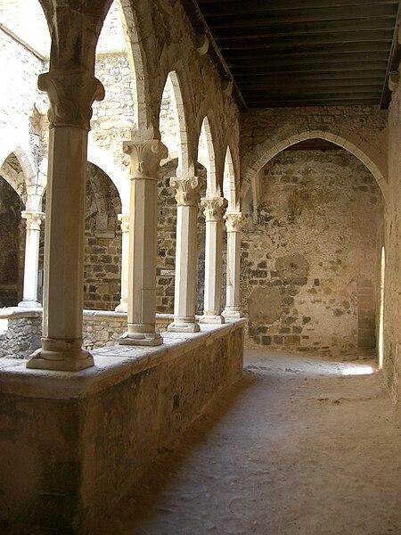 Fichier:Saint-Honorat - colonnes gênoises 2.jpg