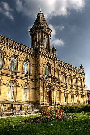 Saltaire - Image: Saltaire Victoria Hall 1