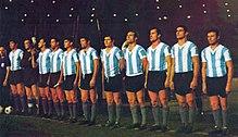 La selección argentina con el uniforme típico de los años 1960. b9883dd432850