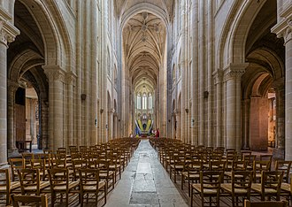 Senlis Cathedral - Image: Senlis Cathedral Nave, Picardy, France Diliff