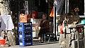 Shanghai-altes Wohngebiet-22-Frau-2012-gje.jpg