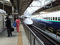 Shinkansen cleaning workers in 2006 (171616590).jpg
