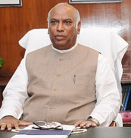 Shri Mallikarjun Kharge takes over the charge of Union Minister for Railways, in New Delhi on June 19, 2013 (cropped).jpg