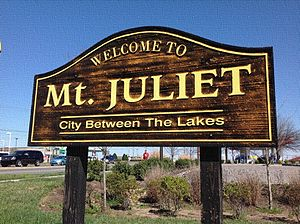 Mount Juliet, Tennessee - Defunct sign on Mt. Juliet Road (Highway 171) welcoming commuters to Mt. Juliet. (Replaced 2017)