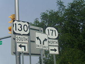 New Jersey Route 171 - Signs at the interchange with Carolier Lane, US 1, and US 130 in North Brunswick