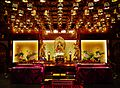 Singapore Buddha Tooth Relic Temple Innen Hintere Gebetshalle 1.jpg