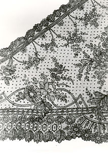 Chantilly lace type of bobbin lace