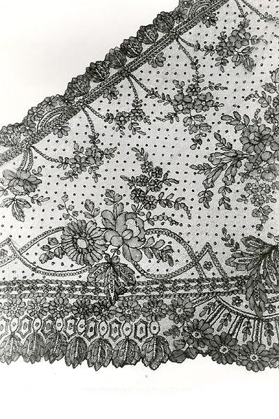 File:Sjaal in Chantilly kloskant, 1850-1880.jpg